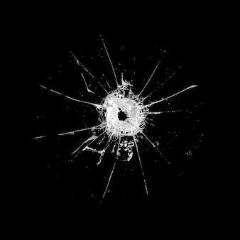 Glas mit einem loch und rissen isoliert auf schwarz