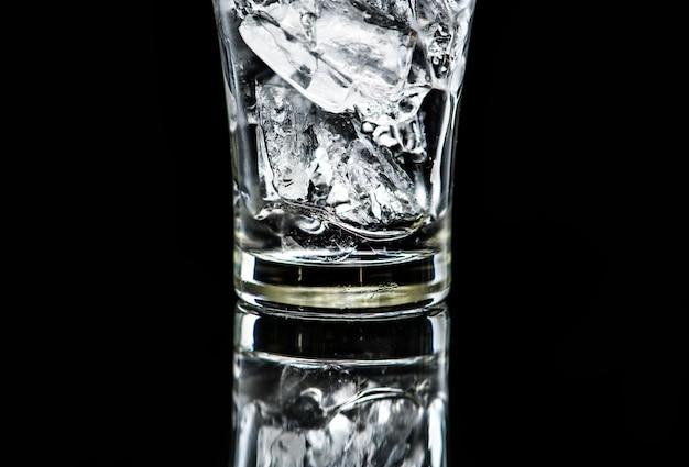 Glas mit eismakroschuß
