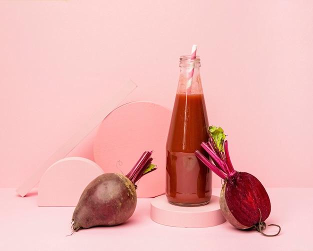 Glas mit frischem rote-bete-smoothie