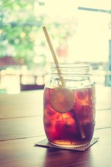 Glas mit getränk
