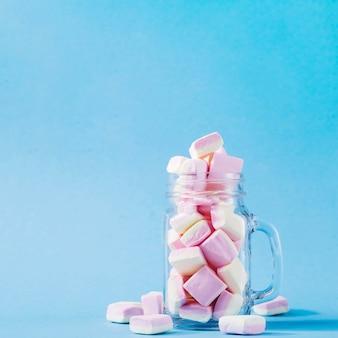 Glas mit marshmallows