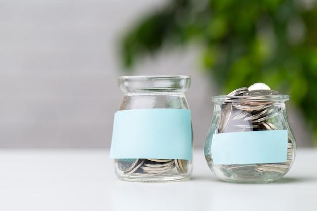 Glas mit münzen
