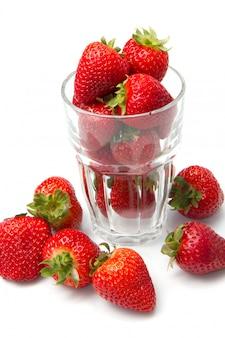 Glas mit roter erdbeere