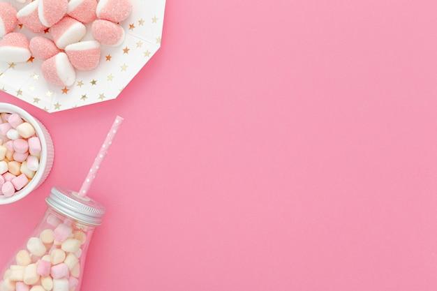 Glas mit süßigkeiten für party mit kopierraum