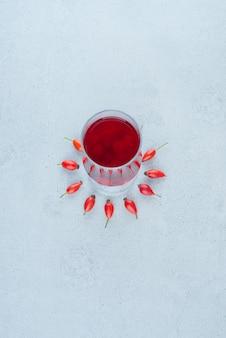 Glas roter saft