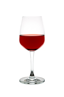 Glas rotwein auf weißem hintergrund lokalisiert