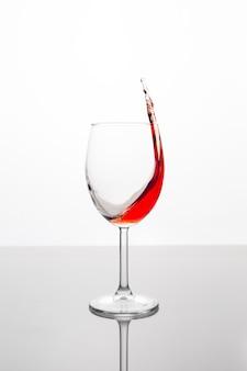 Glas rotwein mit welle
