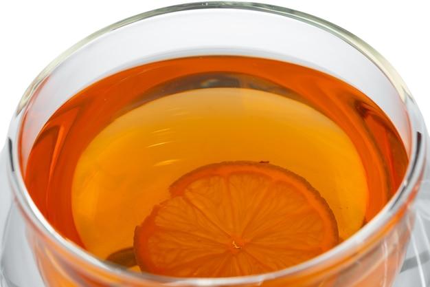 Glas tasse schwarzen tee isoliert