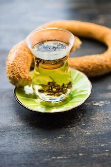 Glas tee im türkischen stil