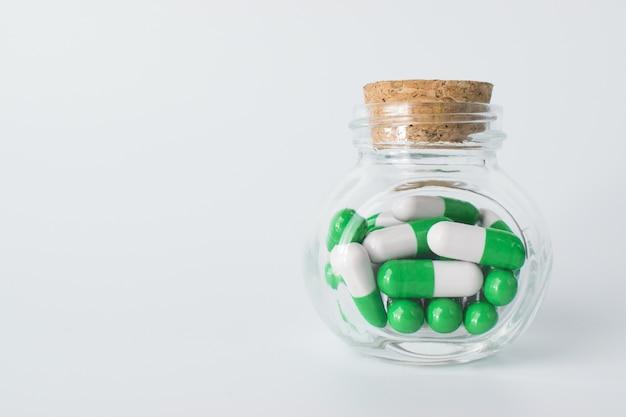 Glasbehälter mit kapseln mit kopierraum