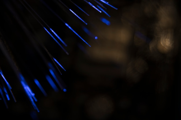 Glasfaser mit blauem licht
