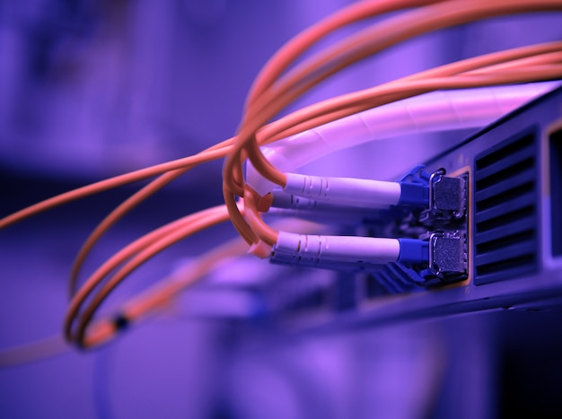 Glasfaserkabel und hub des netzwerks