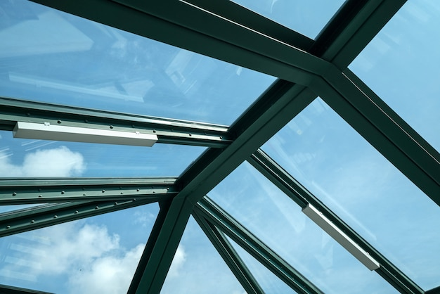 Glasfenster auf dem dach der u-bahnstation