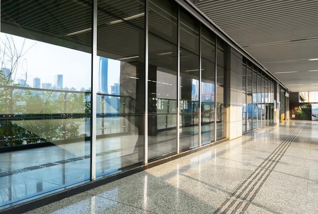 Glasfenster der u-bahnstation