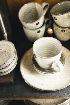 Glasierte keramische teebecher