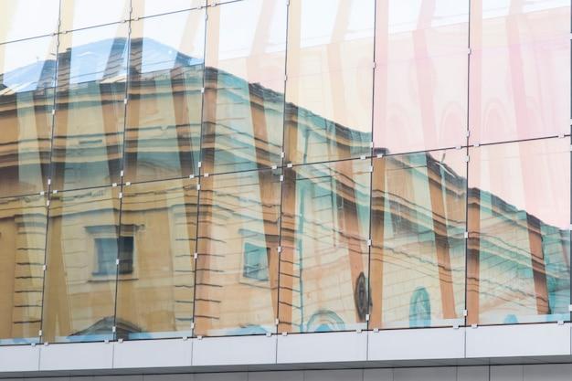 Glaswand des bürogebäudes