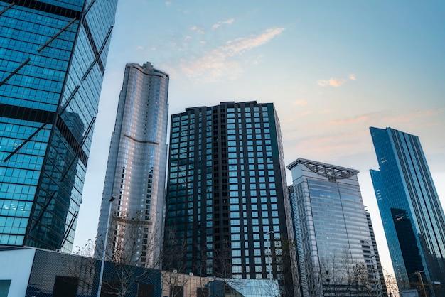 Glaswand des modernen hochhauses