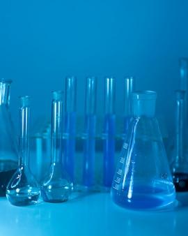 Glaswarenanordnung im labor