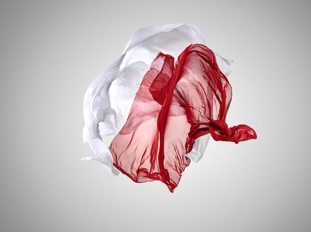 Glattes elegantes transparentes rotes und weißes tuch getrennt auf grau