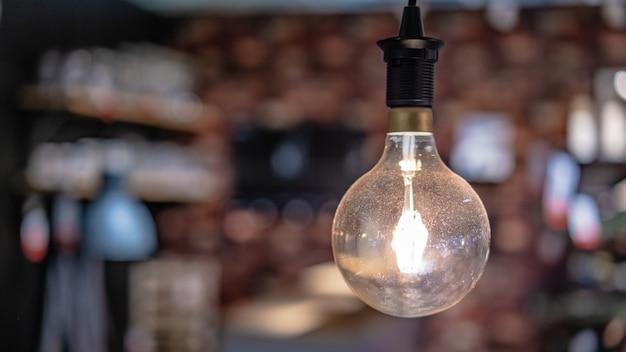 Glitzernde glühbirne Premium Fotos