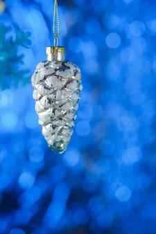 Glitzernde weihnachtskugel-dekoration nahaufnahme