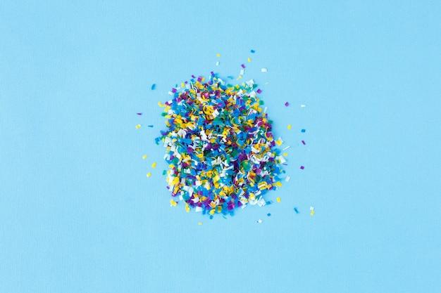 Globale meeresverschmutzung. mikroplastik in wasser und lebensmitteln.