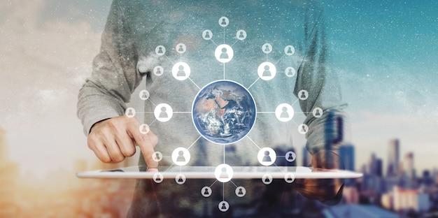 Globale vernetzung und globale geschäftsnetzwerktechnologie. element dieses bildes sind von der nasa eingerichtet