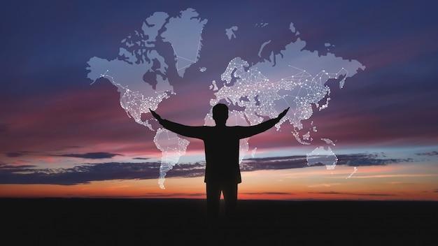 Globales netzwerk-konzept. männliches schattenbild mit abstrakter karte