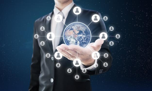 Globales netzwerk und globales geschäftsnetzwerk. element dieses bildes sind von der nasa eingerichtet