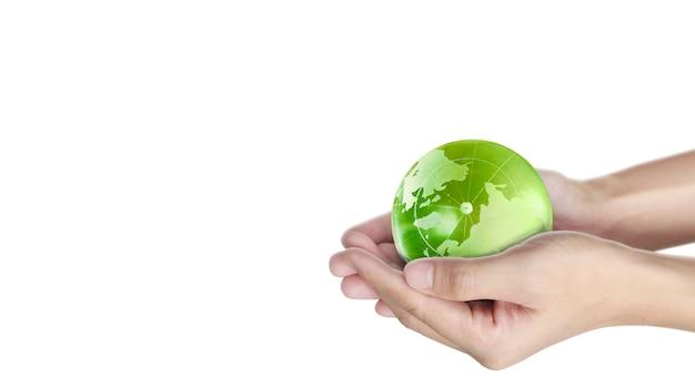 Globus, erde in menschlicher hand. erdbild zur verfügung gestellt von der nasa