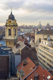 Glockenturm der kirche saint catherine in brüssel, belgien