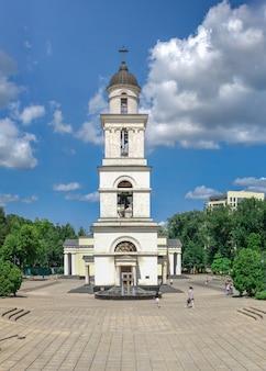 Glockenturm in chisinau, moldau Premium Fotos