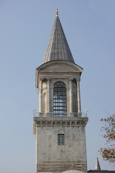 Glockenturm mit himmel im hintergrund