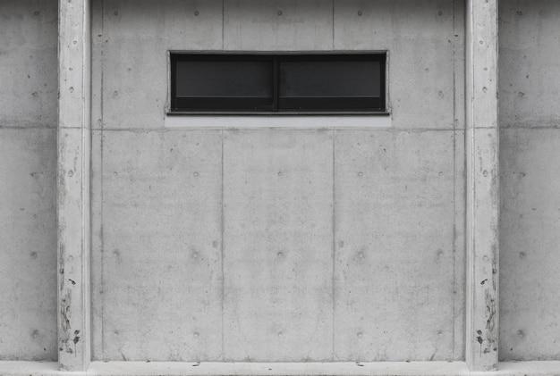 Glss-fenster auf gealtertem zementbetonmauerhintergrund. für jedes vintage-design.