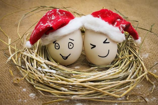 Glückliche eier zu weihnachten.