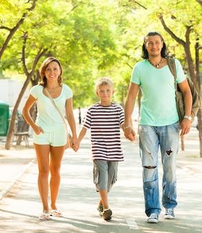 Glückliche erwachsene paar mit teenager