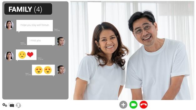 Glückliche familie, die zu hause über einen internet-videoanruf spricht