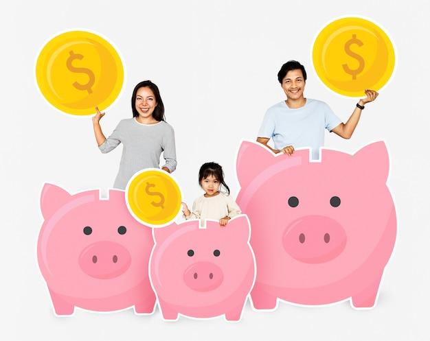 Glückliche familie mit einsparungen in sparschweinen