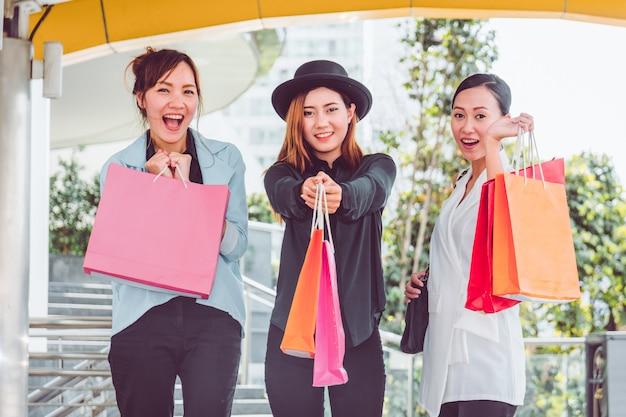 Frauen kennenlernen beim einkaufen