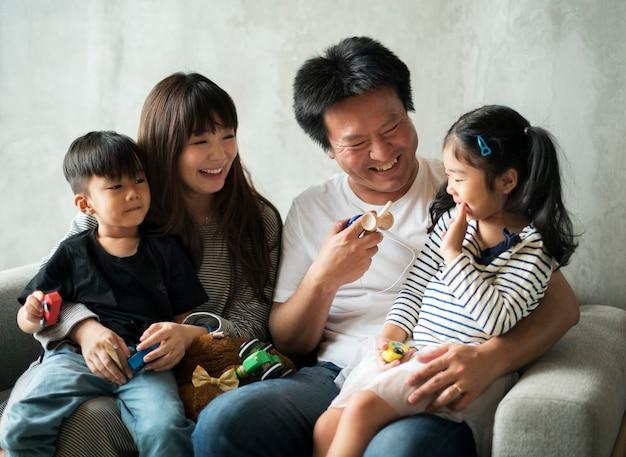 Glückliche japanische familie