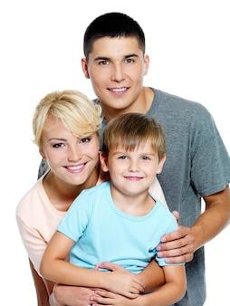 Glückliche junge familie mit sohn von 6 jahren
