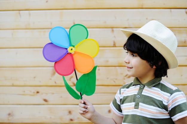 Glückliche kinder, die kindheit genießen