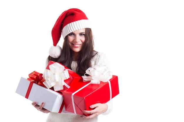 Glückliche santa frau mit geschenkboxen