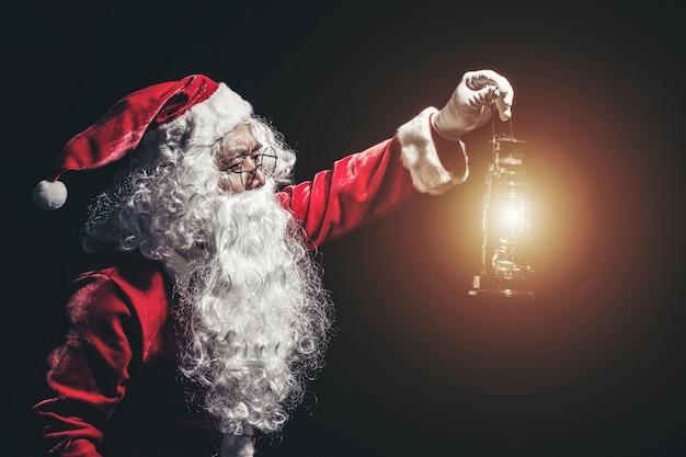 Glückliche traditionelle santa claus