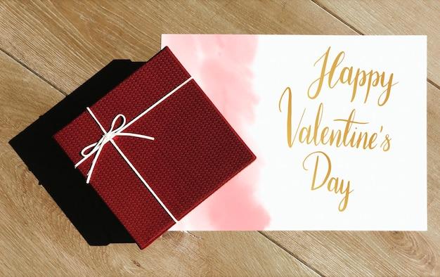Glückliche valentinskarte mit einer geschenkbox
