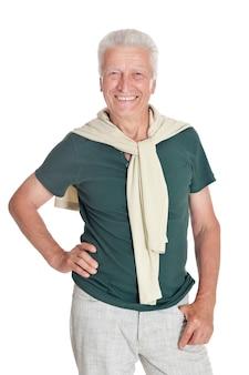 Glücklicher älterer mann im hemd auf weißem hintergrund