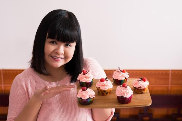 Glücklicher bäcker