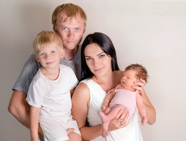 Glücklicher familienstand zusammen