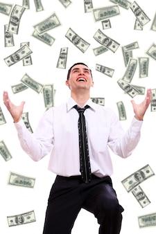 Glücklicher geschäftsmann und fliegende dollarbanknoten