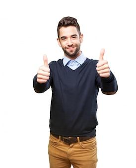 Glücklicher jugendlicher zeigt positive gesten